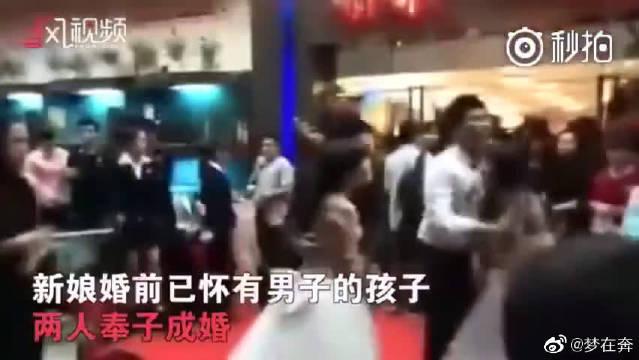 一场婚礼来了两位怀孕新娘,当场打成一团。 之前在湖北咸宁