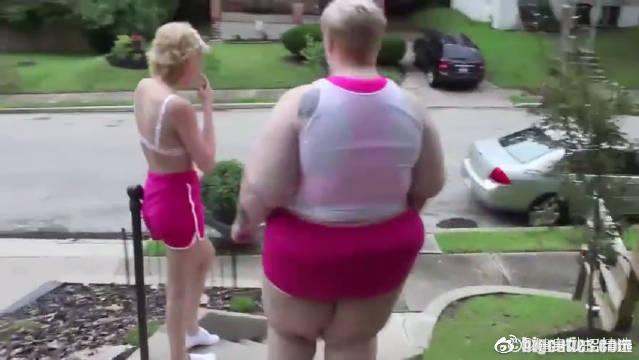 论身材的影响力!肥胖姐姐和苗条妹妹晨练运动!