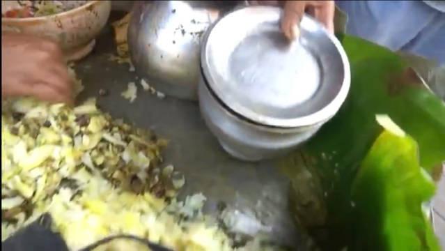 舌尖上的印度:街头荷花叶包斋菜,据说一天有上百人来买