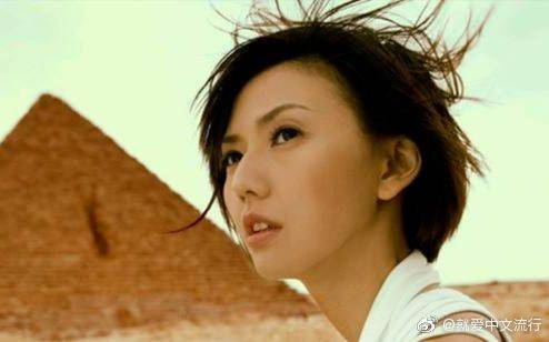 《神奇》是孙燕姿演唱的歌曲,由天天作词,李偲菘作曲