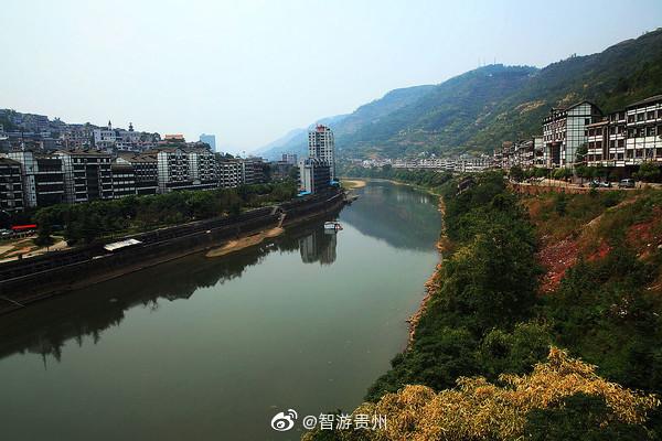 在贵州的北部坐落着这么一个古镇——茅台镇