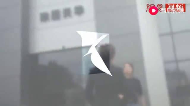 视频:女车主因3万金融服务费被4S店员追打 捷豹路虎回应