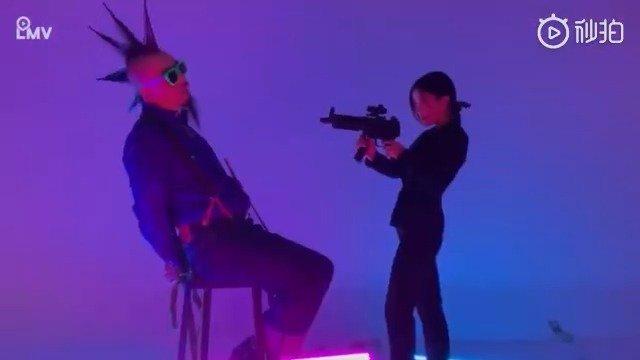 脑浊乐队《想要淤泥做衣 长风狂暴里的爱》MV集各种悬疑科幻于一身的