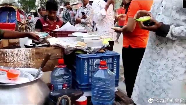 美食品尝,孟加拉国首都达卡街头美食,盘子循环用还有油墨的香气