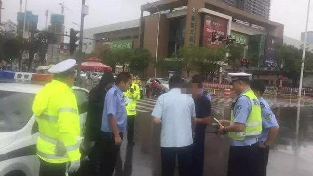 """天津交警5分钟成功查获""""老赖""""车 破解法院执行车辆查控难题"""