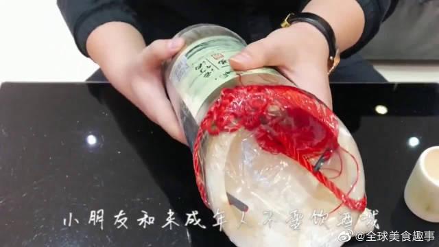 """试喝拼多多""""网红竹筒酒"""",这个竹筒竟然是一次性的?挺好看的"""