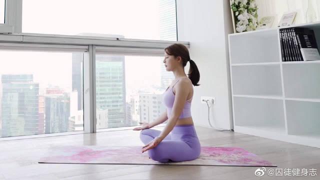 瑜伽是全身性的腺体运动,没有年龄的限制,任何人都可以学习