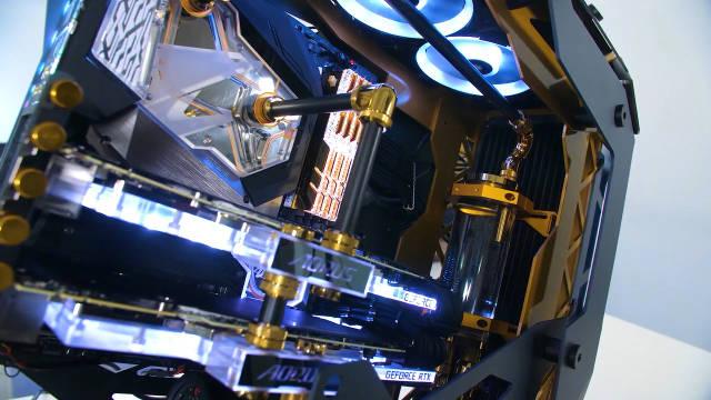 一台价值9000美元的高端终极水冷游戏电脑的组装过程