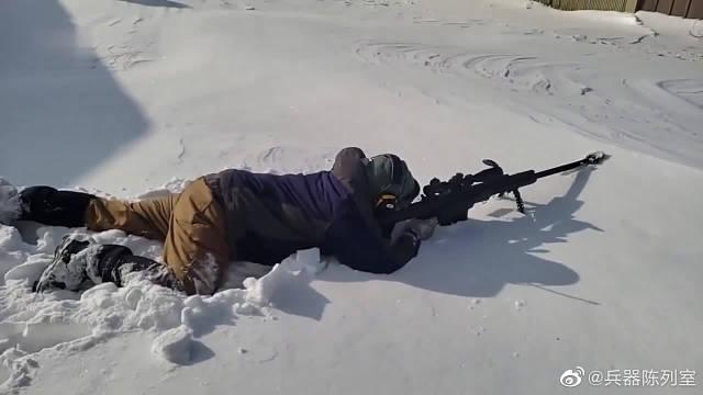 巴雷特M82狙击步枪的冲击波有多大?看看周围的雪就知道了