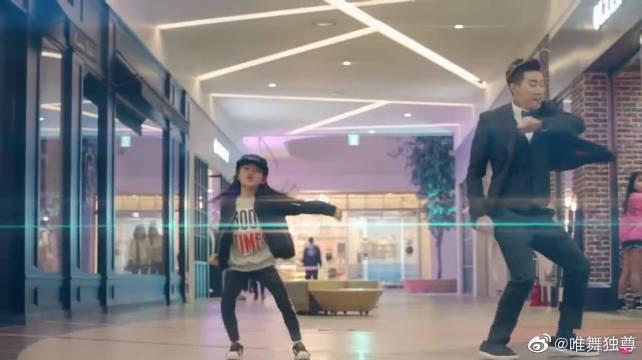 罗夏恩商场跳舞,路人淡定走过,你们是已经见怪不怪了吗?