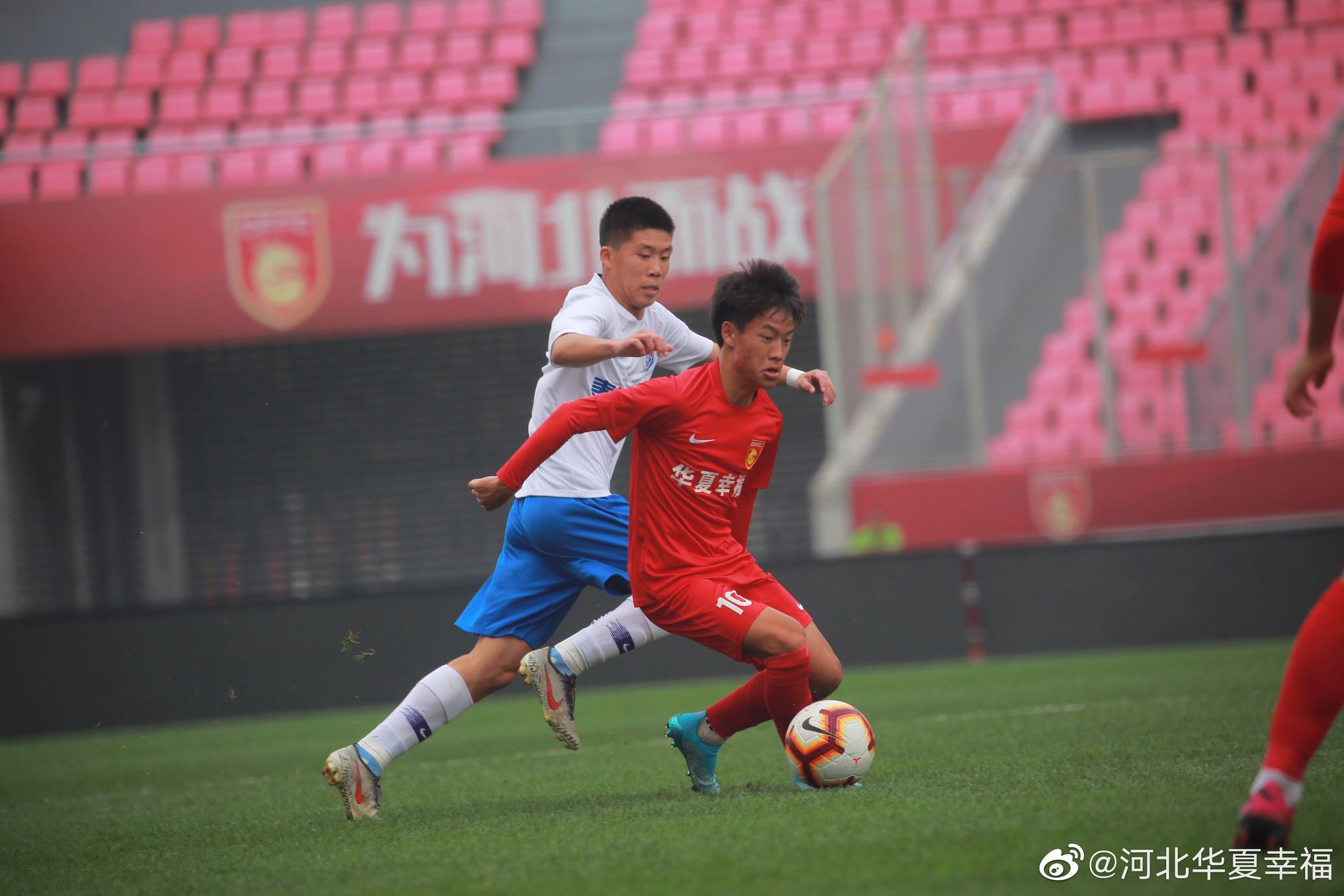 今天下午,2019青超联赛U19年龄段的一场焦点战在廊坊体育场展开