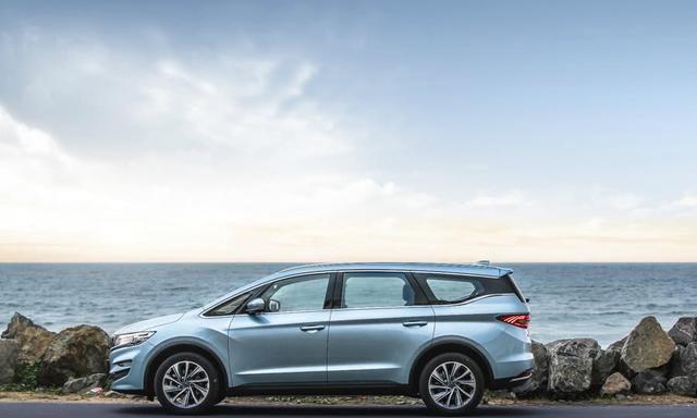 国六标准,还有4年质保,仅售9.9万起,奶爸标配大空间车型