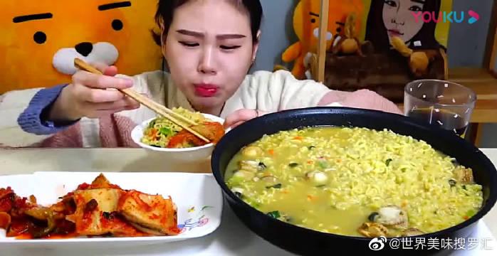 韩国大胃王卡妹:吃扇贝汤拉面,滋溜吃的真香,吃那么多太过瘾了!