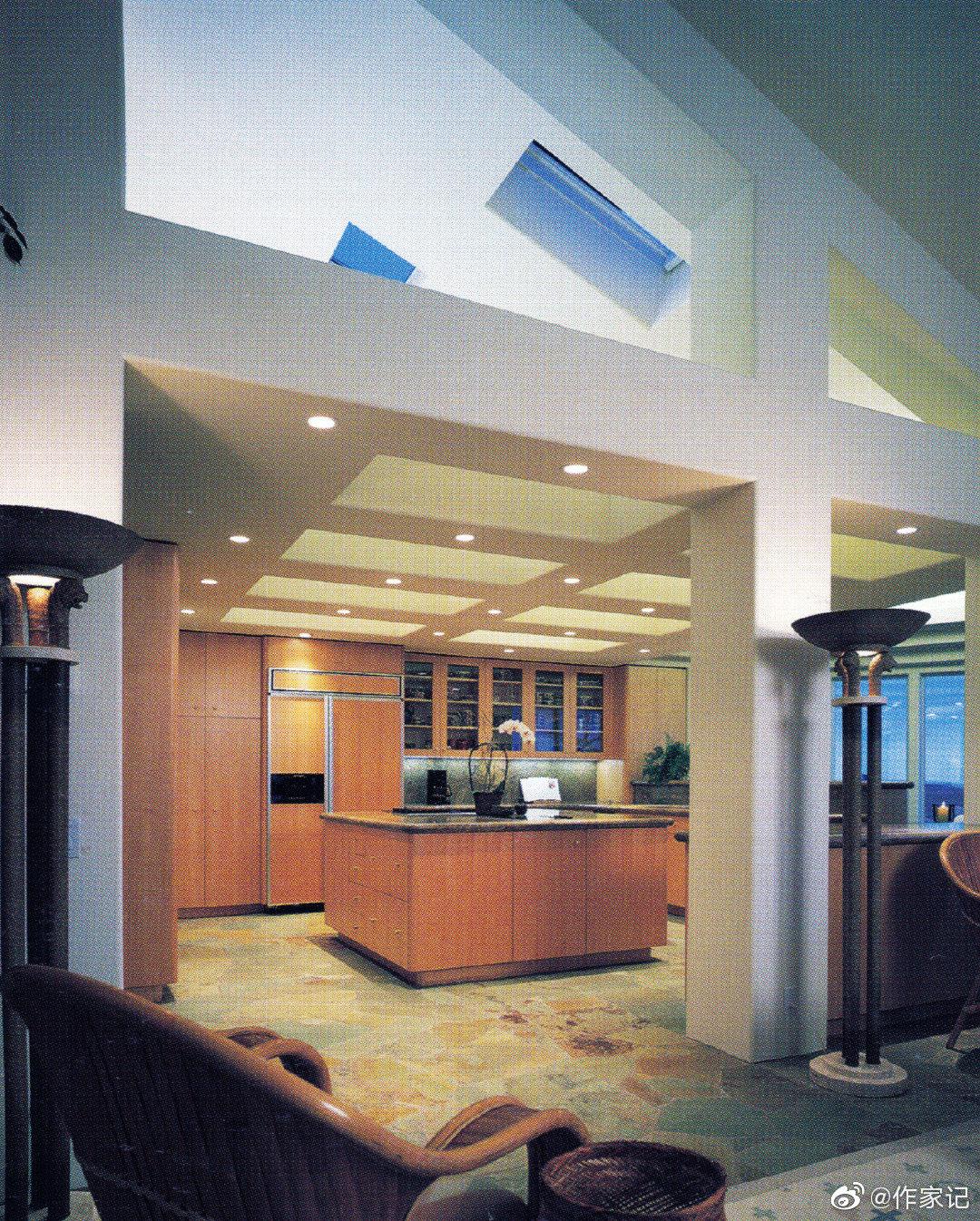 摩登中细节透露着明显年代感的设计是90年代家居的风格了~
