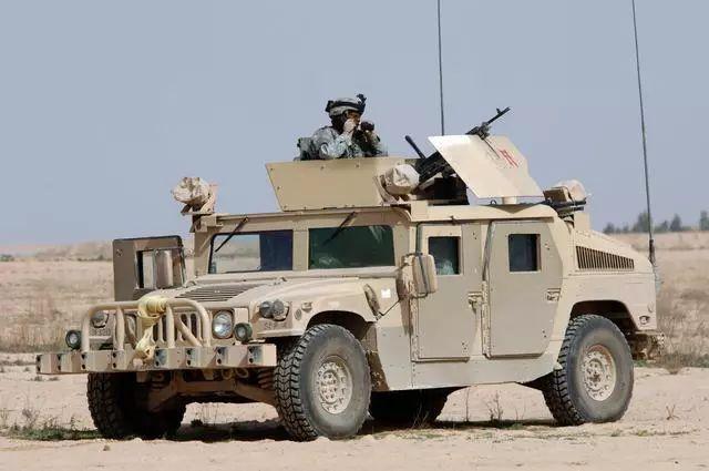 12项指标,东风猛士超越美军悍马,全世界第三代越野军车的极品!