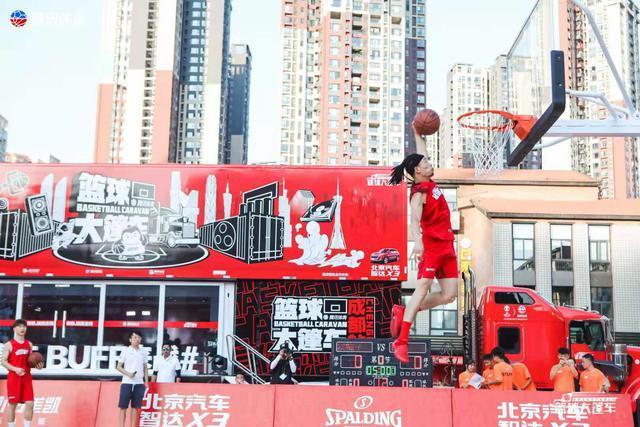 """植入篮球世界杯,北京汽车智达X3玩了一次""""突破灌篮"""""""