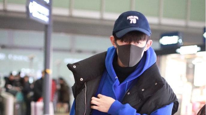 """高能弟弟郭俊辰现身机场,穿着简单有型,一双""""厌世眼""""气场真足"""
