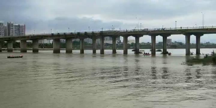 东源县义合镇久社人,在东源桥这边打鱼,结果船翻了,一共3个人