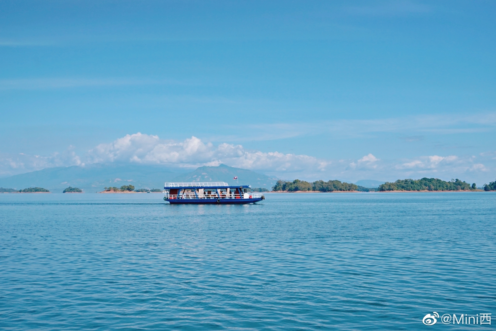 老挝是东南亚为数不多没有海的国家。南俄湖,是老挝人心中的海