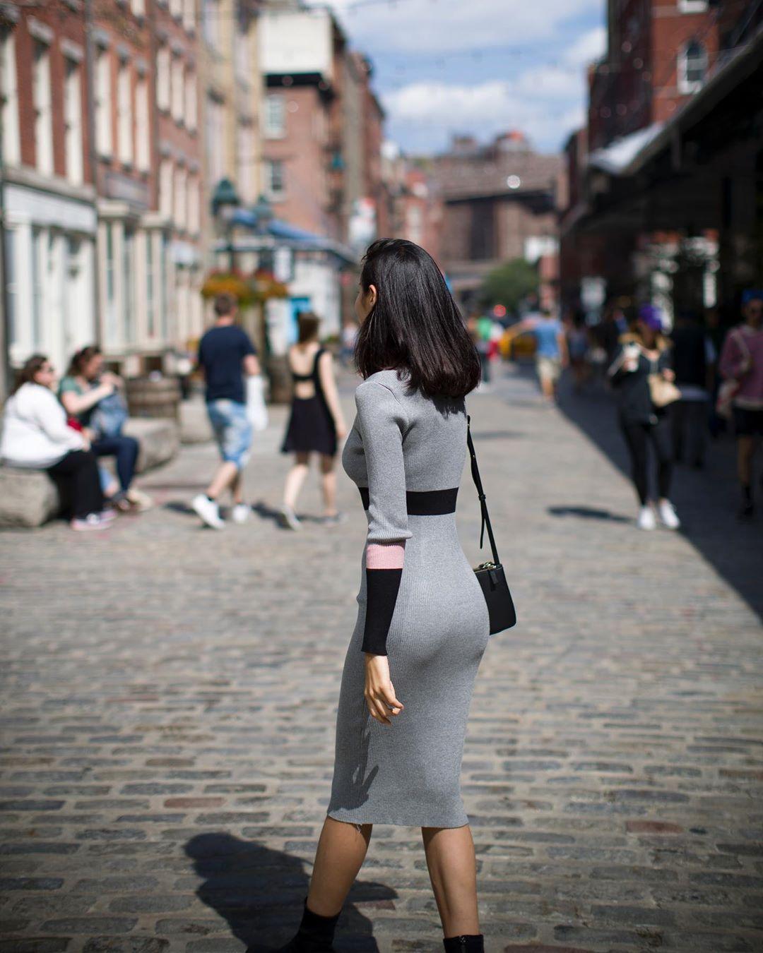特别喜欢这个小姐姐的身材,真正的S型曲线,还这么瘦~~