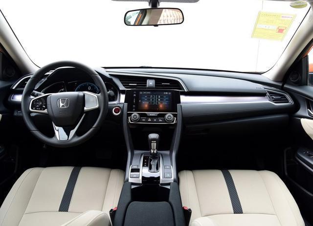 本田新款思域实车曝光,新增车色与中置排气,这回真不用改装了