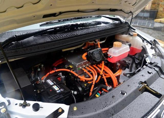 车头圆润质朴,内在符合商务车风格,这台菱智M5EV会有人喜爱的