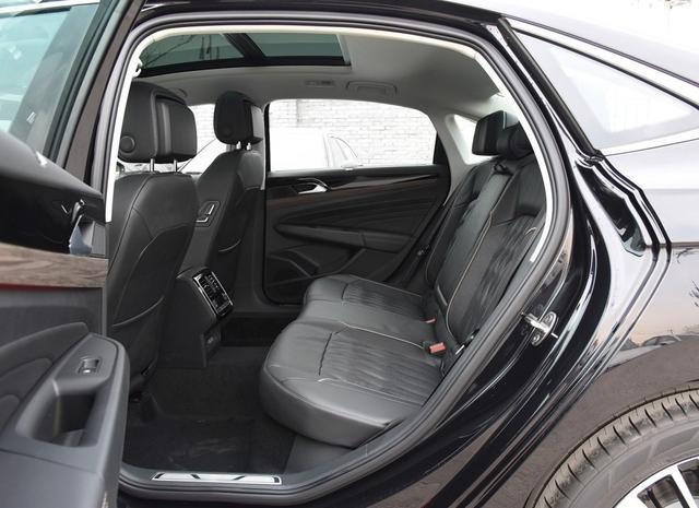 到店实拍新一代帕萨特,330豪华版领先一代,尾标带字母决定提车