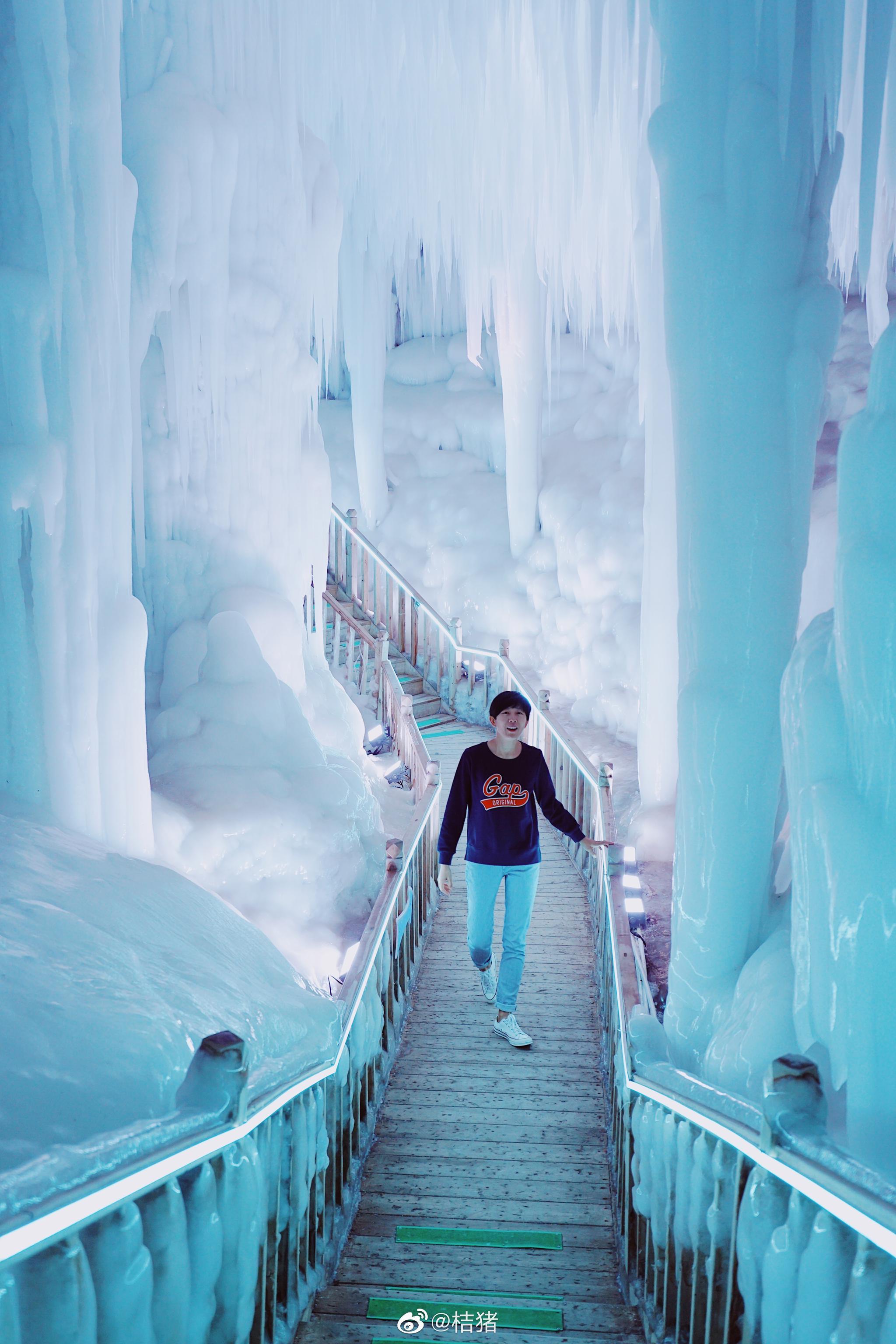 山西云丘山的冰洞,具有置身其中才能感受的震撼。除了视觉