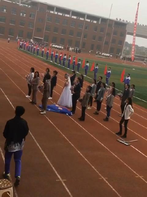 东北师范大学连山实验高中运动会开幕现场 全校唯一一个文科班 只有一