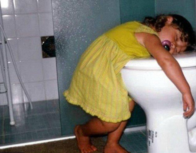 孩子真是神奇的生物玩累了之后 随时随地都能睡