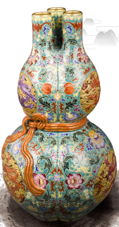 真假难辨的乾隆粉彩葫芦瓶,能给个中肯的鉴别吗?