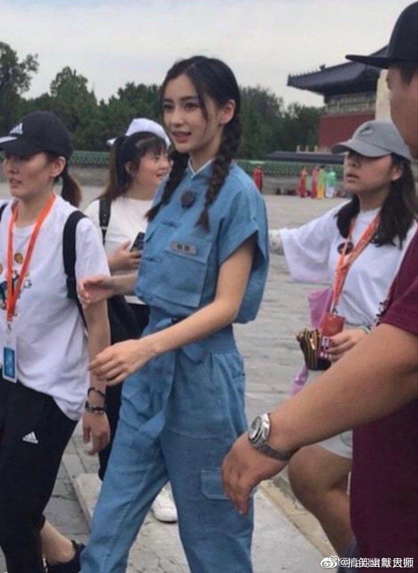 Angelababy杨颖、迪丽热巴、杨幂身穿同款工装裤