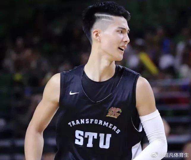 汕头大学篮球队队草,身高205的肌肉篮球体育生,我非常可以!