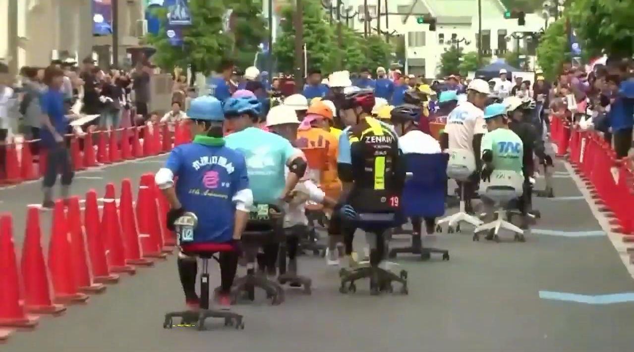 日本羽生市的办公椅竞速大奖赛....哈哈好欢乐好魔性