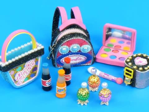 DIY迷你娃娃屋,芭比娃娃的化妆品和双肩包