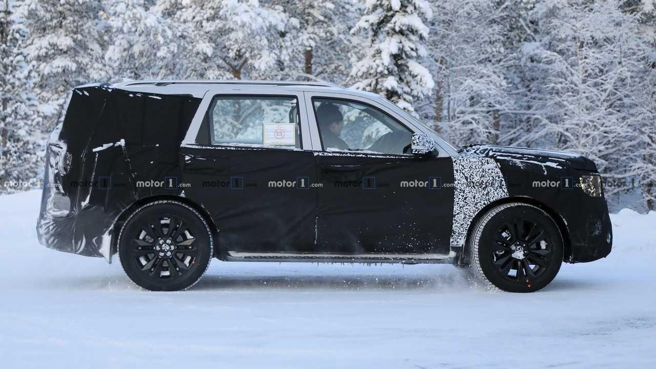 起亚全新一代霸锐路试谍照露出 比旗舰Telluride SUV更小更运动