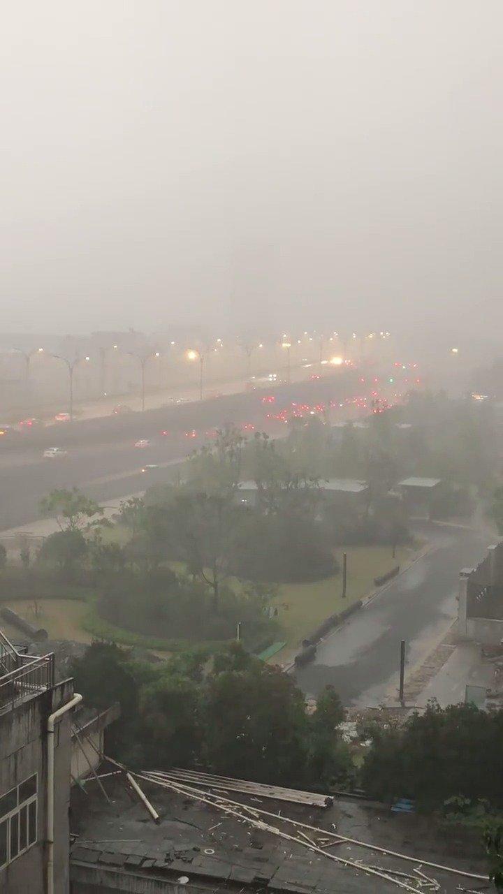杭州市气象台今天17时40分发布大风橙色预警信号