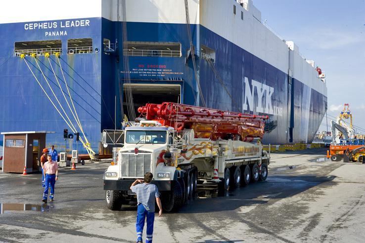 世界上第一台70米泵车,采用10桥底盘,泵送速度可达200m³/h