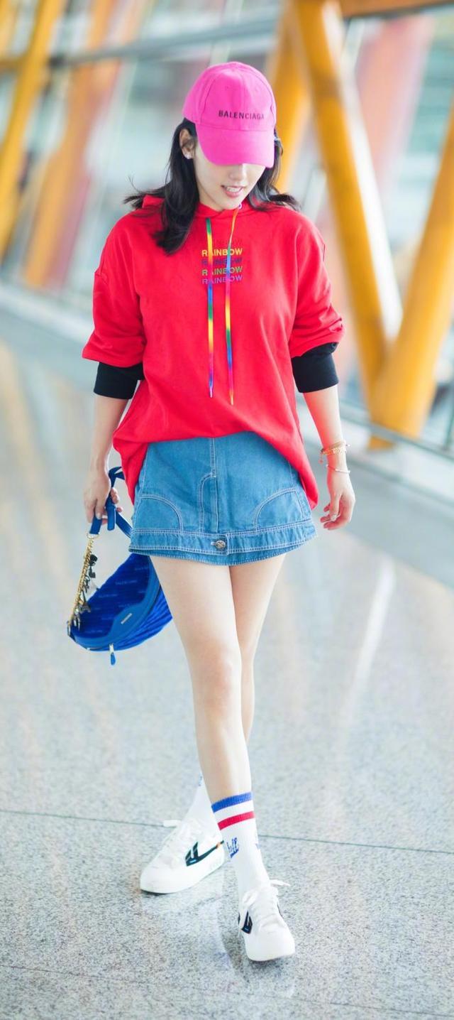 邓家佳毛绒外套配纱裙甜美可爱,张嘉倪牛仔短裙倒着穿意外时尚 牛仔搭配 5