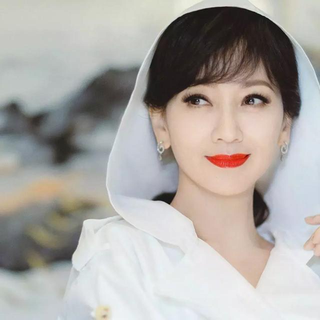"""""""活在精修图里的美人""""赵雅芝,早已不是我们认识的""""白娘子""""?"""