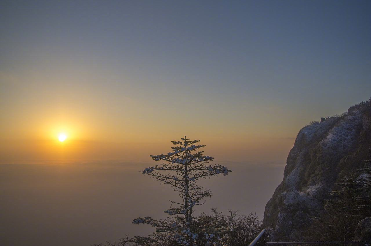 峨眉山,文化遗产深厚,是中国四大佛教名山之一