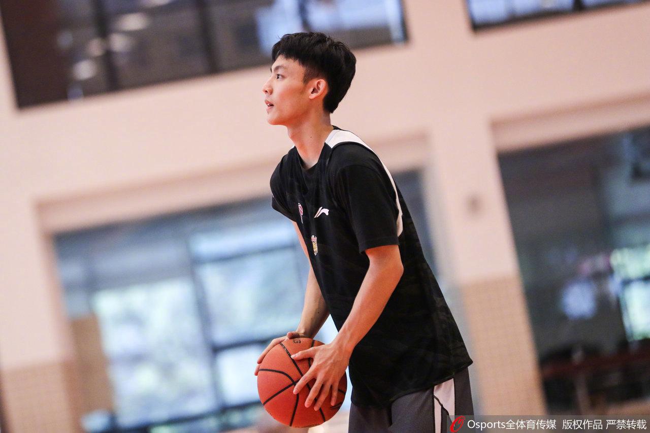 集体备战今晚与@四川金强蓝鲸篮球俱乐部官方微博 的比赛
