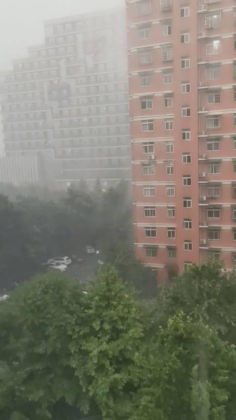 杭州大雨倾盆,你在哪?随手拍下视频或图片带话题 分享下