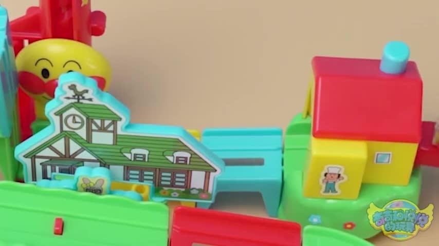 面包超人游乐场升降轨道闯关大冒险玩具