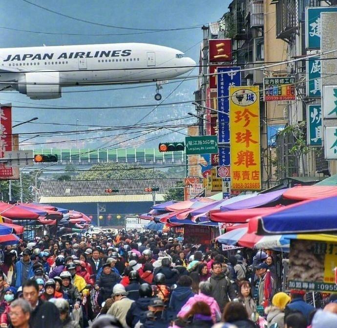 台北松山机场 | 当飞机从城市上方飞过,感觉一伸手就能把它拽下来!