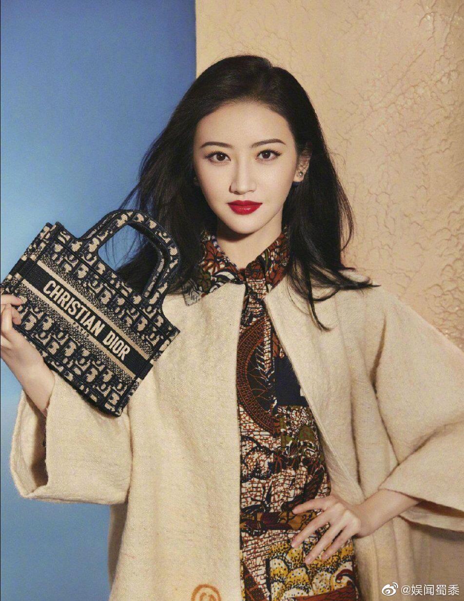 某品牌新发的女星营业图景甜、吴谨言、杨采钰,谁可?