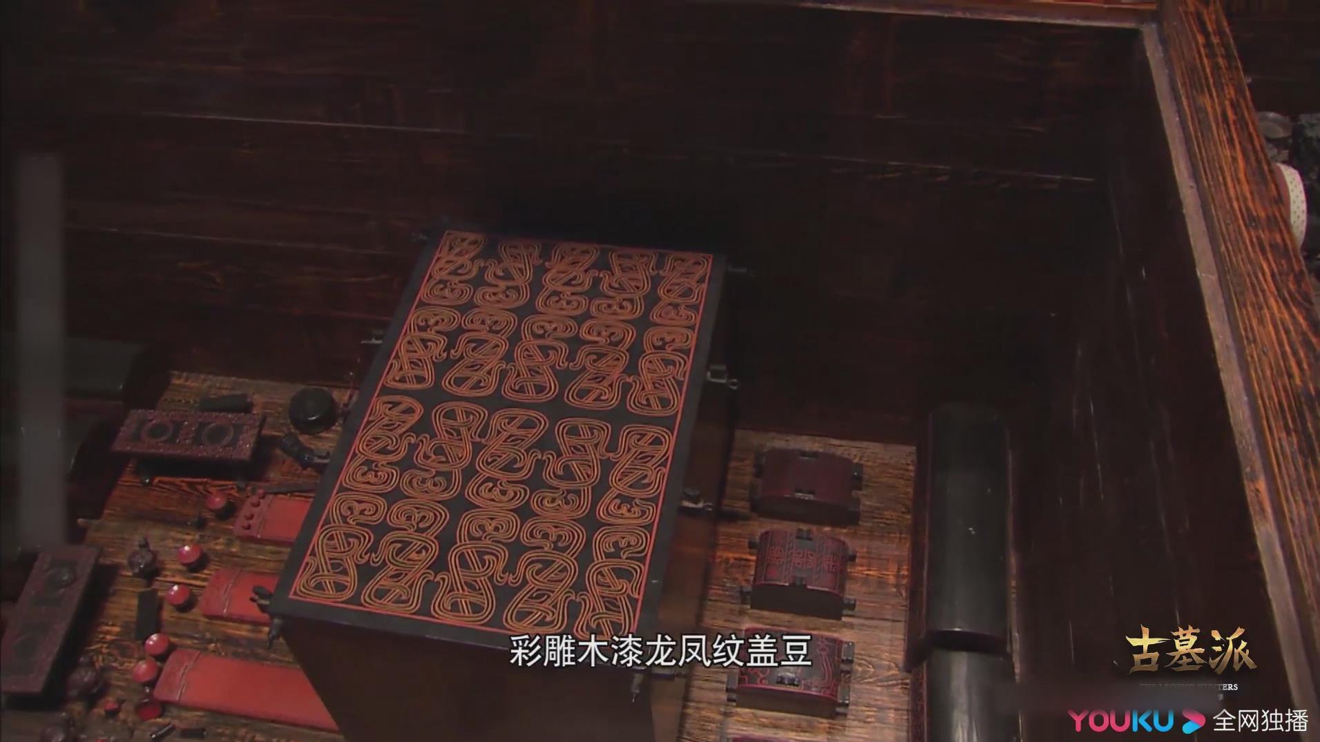 主棺下发现大量文物 彩雕木漆龙凤紋盖豆进入人们视野
