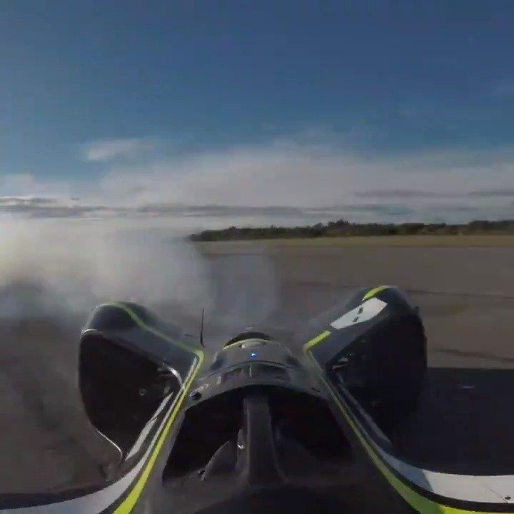 研发测试中的Roborace自动驾驶赛车,push超过极限了。。。
