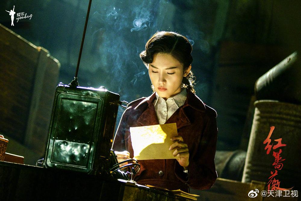 由郑晓龙担任艺术总监、金晔执导的年代谍战剧 《红蔷薇》将于今晚(1
