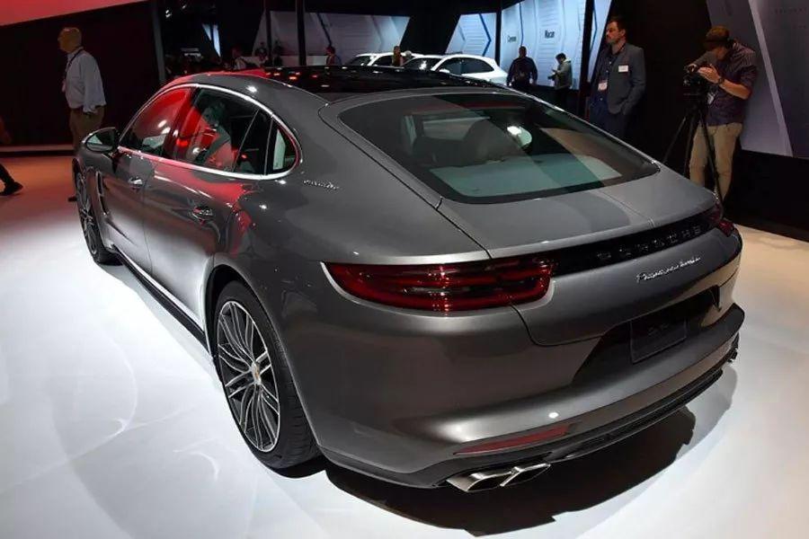 性能轿跑巅峰对决,AMG GT四门版和Panamera怎么选?
